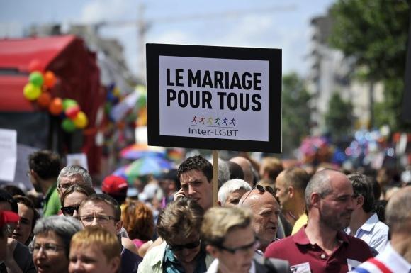 Nozze gay, si della Francia