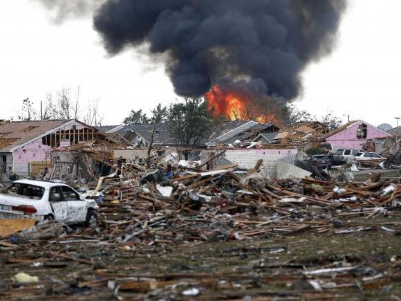 Tornado in Oklahoma, 91 morti. Si scava tra le macerie alla ricerca dei sopravvissuti.