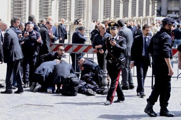 Sparatoria a Palazzo Chigi, feriti due carabinieri