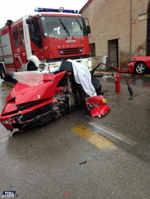 Schianto in Ferrari, due morti a Vicenza