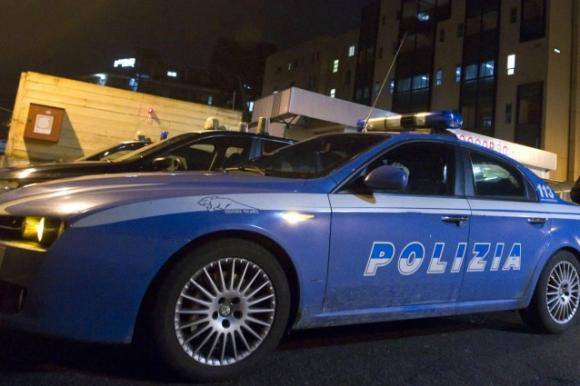 Napoli, ragazza picchiata e chiusa in un sacco: è grave