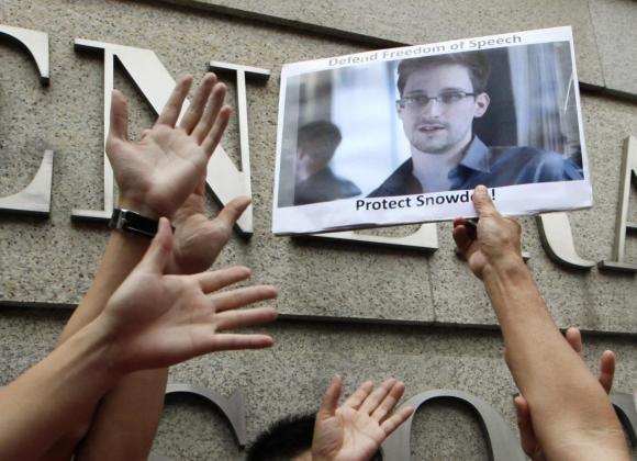 Datagate, Edward Snowden rompe il silenzio e attacca Obama