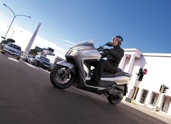 Honda Forza 300, il nuovo scooter a ruote basse di media cilindrata