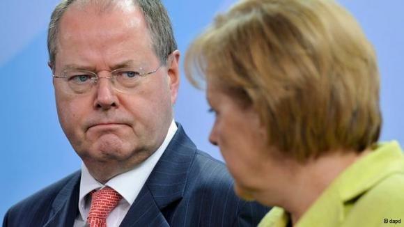 Steinbrück: Merkel nasconde rischi per contribuenti