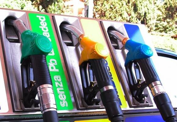 Carburante, il 14% dei distributori è irregolare