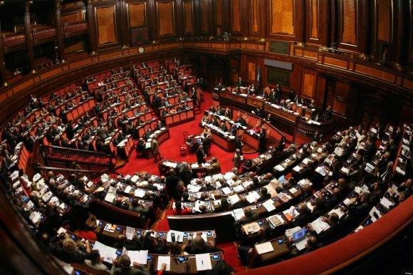 Approvato il taglio del 25% per gli stipendi dei manager pubblici