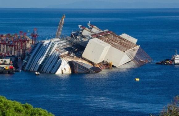 Costa Concordia, avviate le operazioni di recupero del relitto