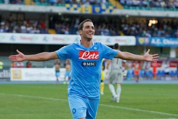 Super Napoli stende il Milan