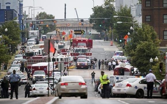 Washington, sparatoria nella sede della Marina: 13 morti