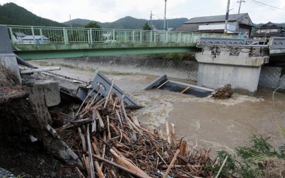 Giappone in allerta per il tifone Man-yi