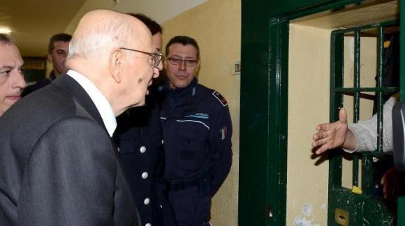 """Carceri, Napolitano: """"Bisogna pensare a indulto e amnistia"""""""