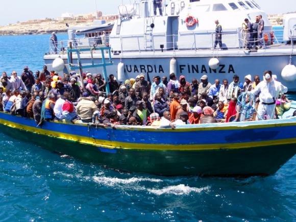 Lampedusa, continuano gli sbarchi. Inchiesta sui probabili basisti