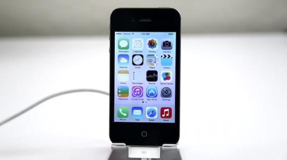 iOS 7 rende iPhone 4 inutilizzabile. Proteste degli utenti