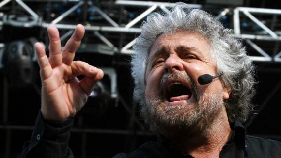 Reato di clandestinità, Beppe Grillo sconfessa i suoi senatori