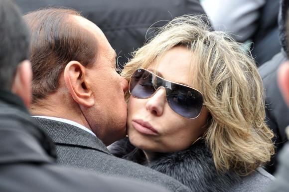 """Marina Berlusconi: """"Niente politica"""". Dietrofront di Alfano: """"Berlusconi leader"""""""