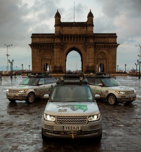 Tre Range Rover ibride da Solihull a Mumbai, lungo la Via della Seta