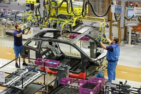 Il BMW Group inizia la produzione in serie dell'auto elettrica BMW i3