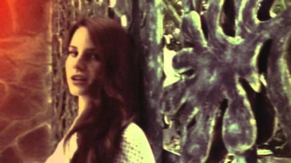 """Lana Del Rey c'ha la """"Summertime Sadness"""": chi la consola?"""