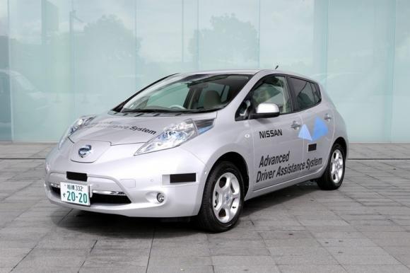 Nissan LEAF con tecnologia Autonomous Drive, l'EV che si guida da sola