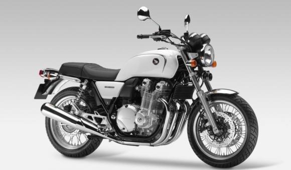 Honda CB1100 EX, linee classiche ma tecnologia moderna