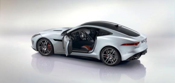 Jaguar F-TYPE Coupé, tetto rigido e fino a 550 CV