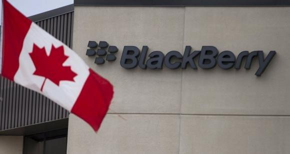 Blackberry rinuncia alla vendita e cambia Ceo