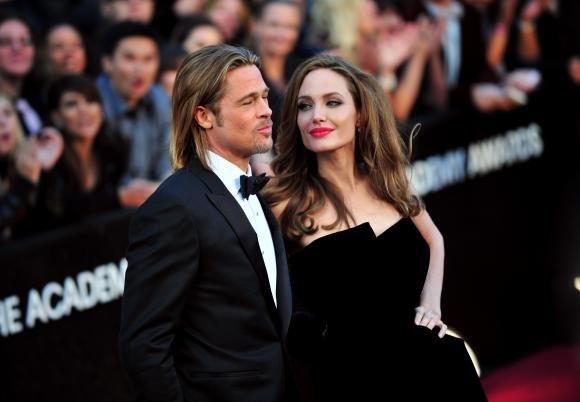 Brad Pitt e i suoi 50 anni: Angelina Jolie gli regala un'isola