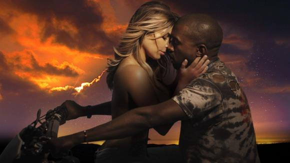 "In ""Bound 2"" Kanye West e Kim Kardashian in topless lo fanno su una moto, ok?"