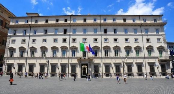 Palazzo Chigi: premi da 30mila euro ai dirigenti che usano la mail