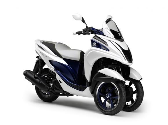 Yamaha Tricity all'EICMA 2013: lo scooter a 3 ruote compatto