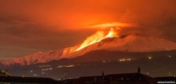 L'Etna continua la sua attività: nuove eruzioni dal versante sud-est