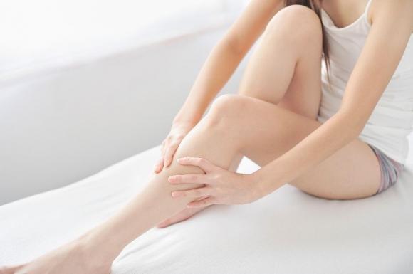 Cause, sintomi e rimedi per i crampi notturni e crampi alle gambe