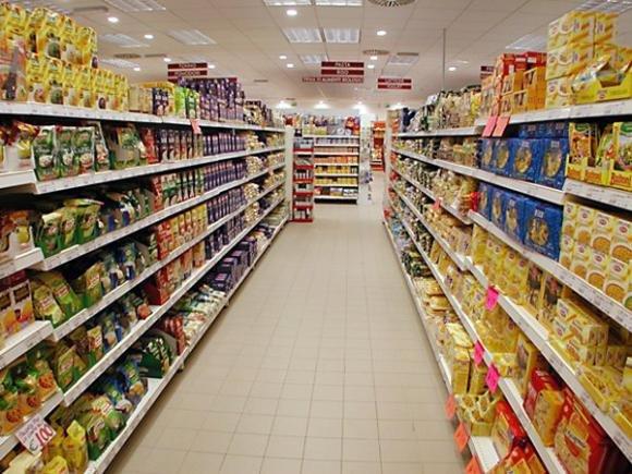 Prodotti alimentari dei discount convenienti e buoni
