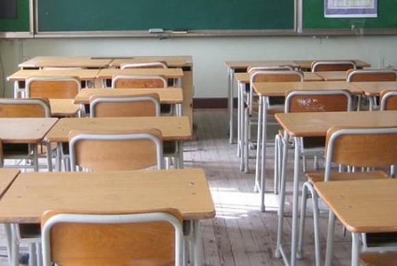 San Giuliano: palpa e accarezza le bimbe in classe, arrestato maestro