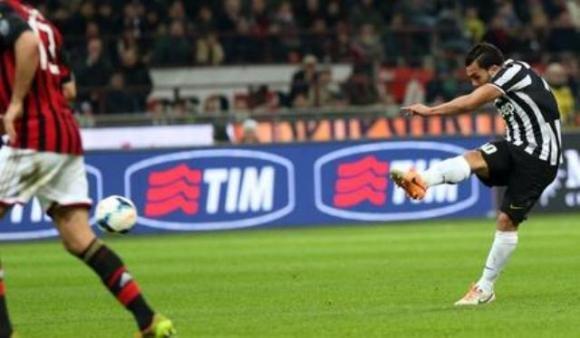 La Juve soffre a Milano ma passa grazie a Llorente-Tevez. Decisivo Buffon