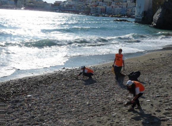 Vacanze gratis se aiuti a pulire le spiagge di Ponza