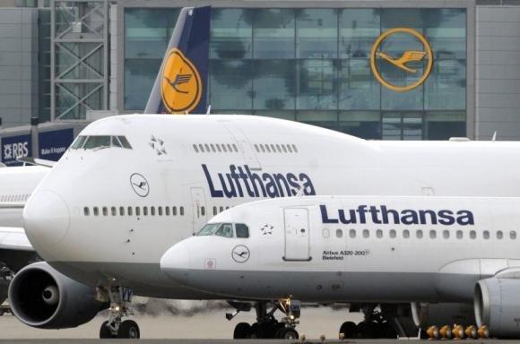 Germania: uomo Kosovaro dirotta aereo con rasoio e ferisce tre assistenti di volo