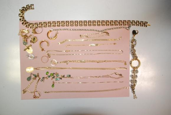 Milano, ruba due milioni in gioielli perché escluso dall'eredità