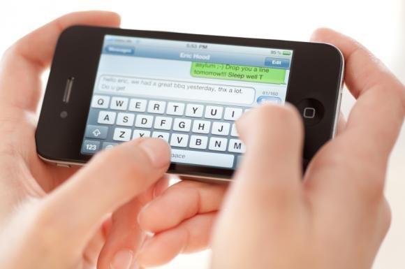 Polsi a rischio infiammazione per troppo uso di smartphone
