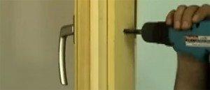 Ecco come i ladri aprono le finestre di casa nostra in 20 secondi