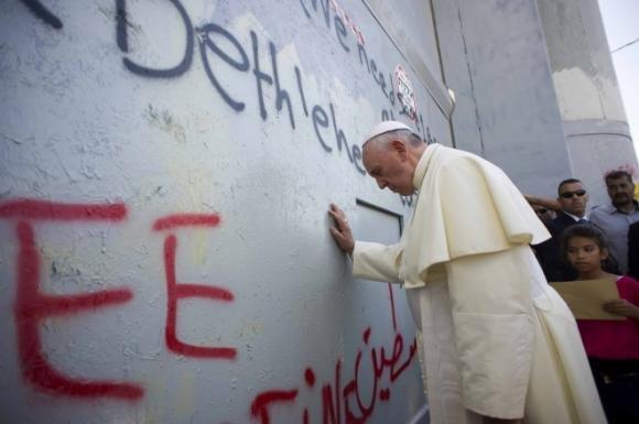 Il Papa alla Spianata delle Moschee esorta all'amore e al rispetto