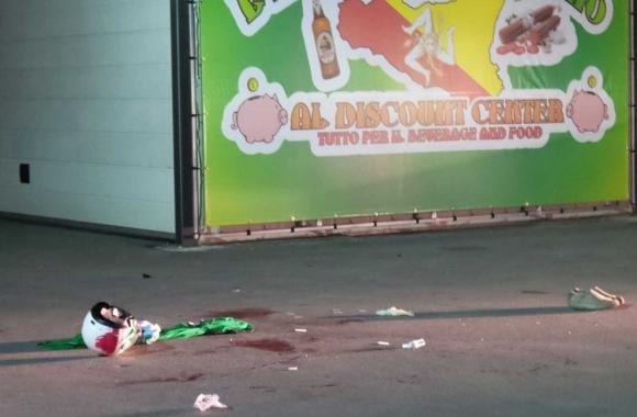 Commerciante ucciso davanti alla figlia mentre era in moto