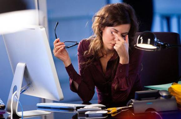 Occhi secchi: la causa troppe ore davanti al pc