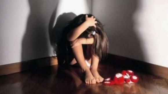 Bambina di 8 anni vittima del padre pedofilo