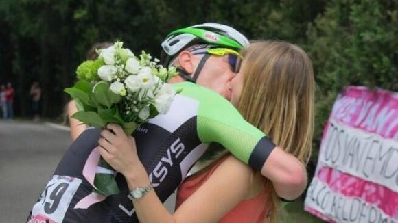 Originale proposta di matrimonio durante il Giro d'Italia
