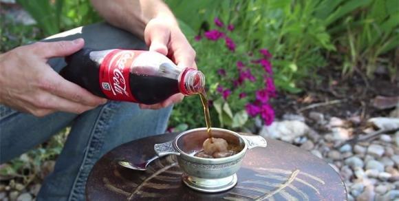 Come stupire gli amici con la Coca-Cola che si congela da sola
