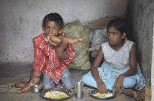 Kaleem, il bambino indiano con le mani giganti