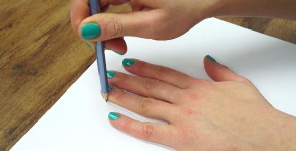 Ecco come ricalcare la propria mano e renderla tridimensionale