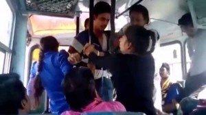 India: due sorelle molestate su un bus si difendono e verranno premiate. Un video documenta tutto