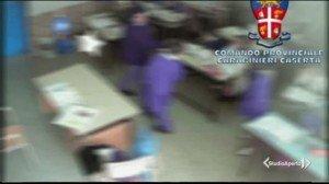 Video incastra maestra d'asilo a Caserta: picchiava gli alunni